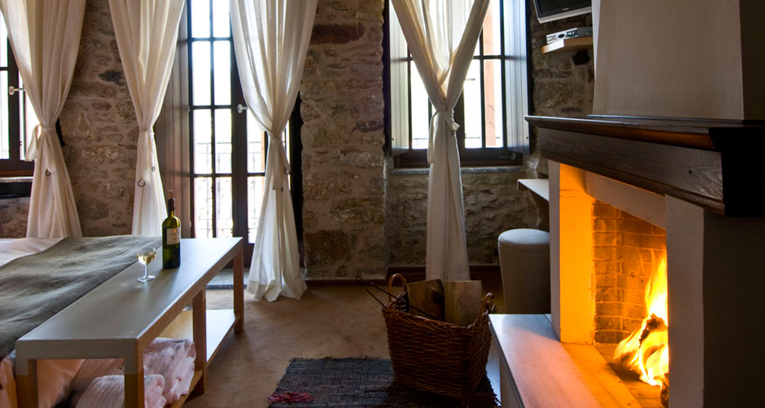 Accomodation in Dimitsana, room with fireplace